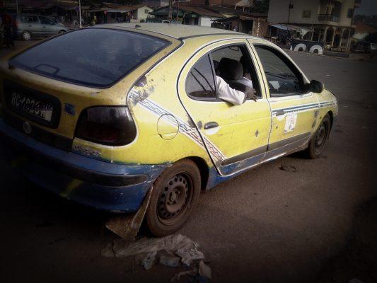 Un taxi de Conakry, Alpha Oumar Baldé CC doudoufine.mondoblog.org
