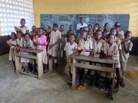 Ecole Primaire Publique Mekoviade, David Stanley CC flikr.com