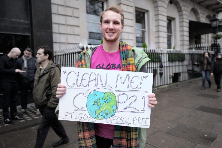 Clean me COP21. Let's go fossil free CC Alisdare Hickson, flickr.com