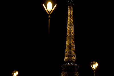 PA00088801MG_7339_Tour_Eiffel_by_night Par RousseauP (Travail personnel) [CC BY-SA 3.0 (httpcreativecommons.orglicensesby-sa3.0)], via Wikimedia Commons